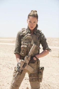 - Hot Military Babes - Sexy Girls & Guns - Girls With Weapons - Soldaten Idf Women, Military Women, Military Female, Military Weapons, Female Soldier, Army Soldier, Future Soldier, Military Girl, N Girls