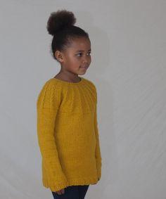 Denne genseren digger barna! Supermyk, god og varm og nesten garantert kløfri i tjukk merinoull. Rett og slett en YES!-genser. Digital oppskrift (PDF) kjøpes på www.mamaedesign.no E Design, Men Sweater, Barn, Pullover, Sweaters, Fashion, Moda, Converted Barn, Fashion Styles