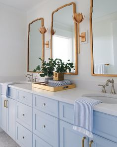 Bathroom inspiration courtesy of Barbara Brosnan Interiors featuring the Alberto Medium Sconce by Julie Neill. Photography by Rebecca McAlpin. Blue Bathroom Vanity, Modern Bathroom, Blue Vanity, Blue Bathroom Decor, Bathroom Vintage, Bathroom Colors, Bathroom Lighting, Layout Design, Boho Home