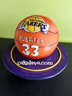 I hate the Lakers but I need this cake made..Dear Baker's..how much??