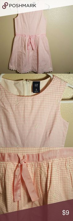Girls Gap Kids size 8 pink gingham dress. This Gap Kids girls size 8 medium pink gingham dress is cotton. Has a beautiful scalloped detail on bottom of skirt. Fully lined. GAP Dresses