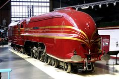 Stanier Coronation class locomotive number 6229 DUCHESS OF HAMILTON on display in the great hall at the National Railway Museum, York uk Train Tracks, Train Rides, Old Steam Train, National Railway Museum, Train System, Steam Railway, Old Trains, British Rail, Train Pictures