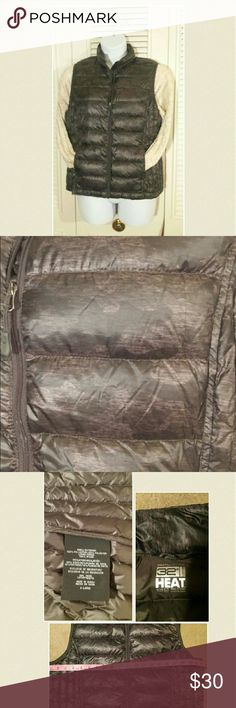 """32 Degree Camo Print Packable Down Vest Cool high-tech lightweight down-filled vest by WeatherProof 32 Degrees HEAT  Ultimate gear for an outdoor lifestyle! Won't take up a lot of room in your backpack or luggage! !  Designed to be lightweight but warm 90%down /10% feather   21"""" from armpit to armpit  Vest length 25"""" Comes with storage bag  Retail $69   Smoke/Pet free home  ***************** No low-ball offers will be acknowledged  No trades ******************  Happy pashing 32 Degree Heat…"""