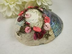 Bracelet, Christmas Charm Bracelet with Buttons, Pink £5.65