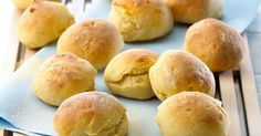 De sprøde boller smager skønt til enhver anledning og er et oplagt valg, når børnene skal med i køkkenet.