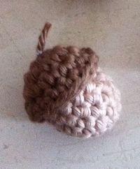 Acorn, free pattern in Dutch by Lique handmade Crochet Fall, Crochet Home, Crochet Gifts, Cute Crochet, Crochet Motif, Beautiful Crochet, Crochet Flowers, Knit Crochet, Crochet Patterns