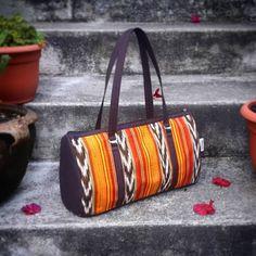 Bolso Tipico Weasley. #Nina bolso elaborado en hilo de perraje fino,en una mezcla de colores atractivos... #bolsosweasley #madeinguatemela #hechoencobán #hechoenguatemala #artesanias #hechoamano