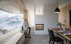 Kaminofen und Fensterbank: Das Aufberg 1113 von innen - Die schönsten Design-Ferienhäuser 30 - [SCHÖNER WOHNEN]