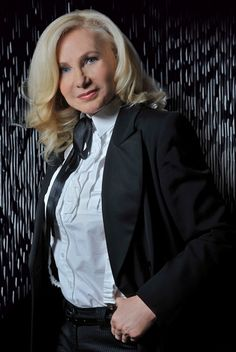 Michele Torr. I like her music as well as this very nice picture of her !