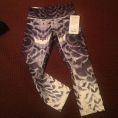 Brand new crops! New never worn negotiable lululemon athletica Pants Ankle & Cropped