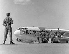 B-52: Guard and aircrew during a Cold War Strategic Air Command alert. www.lberger.ca