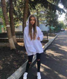 Iuliana Beregoi❤❤❤ Photos Tumblr, Tumblr Fashion, Wallpaper Iphone Cute, Smart Casual, Wall Collage, Michael Jackson, Rain Jacket, Windbreaker, Celebs