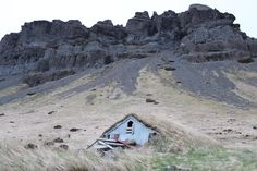 http://cabinporn.com/post/53228367234/abandoned-shelter-in-southeast-iceland