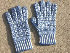 Ravelry: tinymars' Star and Snowflake Sanquhar Gloves