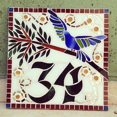 Número de mosaico com pássaro