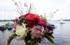 Außenalster mit Blumenstrauß, flowers bouquet Alster Hamburg, Foto Birgit Puck