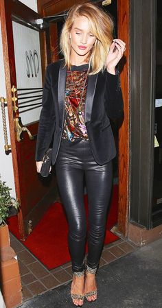 Rosie huntington-whiteley date night outfit leather leggings, black leather Leather Leggings Casual, Leather Pants Outfit, Black Leather Pants, Leather Skirts, Shiny Leggings, Night Out Outfit, Night Outfits, Fashion Outfits, Womens Fashion