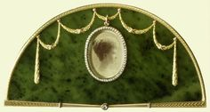 Strut frame holding a photograph of the Marquise d'Hautpoul, Fabergé, Mikhail Evlampievich Perkhin (1860-1903) (goldsmith), circa 1903, nephrite mounted with gold, pearls and diamond