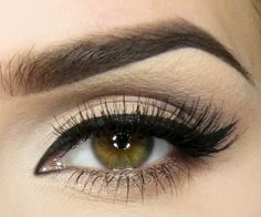 """Simplified """"Adele Eye Makeup"""". Page in Polish, but shows step by step photos."""