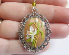 Handmade Polymer Clay Appliqué Flower Pendant by PedrosPlaques