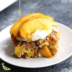 This peach baked oatmeal recipe makes breakfast for a crowd! Loaded with fresh juicy peaches, almonds, ginger, nutmeg and cinnamon, this is one of the best way to enjoy summer peaches. Breakfast For A Crowd, How To Make Breakfast, Breakfast Recipes, Dessert Recipes, Breakfast Ideas, Peach Baked Oatmeal, Baked Oatmeal Recipes, Best Oatmeal Recipe, Vegan Recipes
