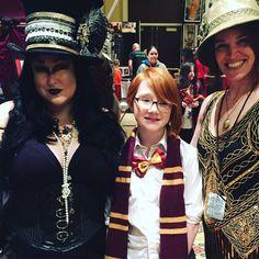 elopians flock together! #harrypotter #ginnyweasley #galaxyfest2017 #quidditch #costumedesigner #costumes #cosplay #cosplayers #wearecos #cosprings #gothgirl #gothmakeup #gothstyle #wizardingworldofharrypotter #gryffindor #witchesofinstagram