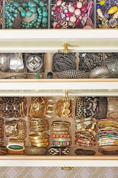 "Baubles, Bangles, Beads    ""If, like Gayle King, you love to accessorize, your jewelry needs to be kept visible,"" Adam explains. ""Expandable plastic makeup holders from the Container Store are an inexpensive solution.""        Read more: http://www.oprah.com/home/Closet-Storage-Tricks-Closet-Organizing-Advice/1#ixzz1rsp0nCZ5"