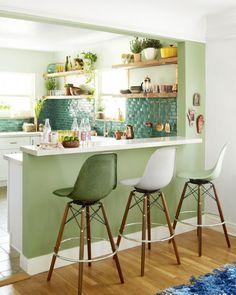 Idées pour petite cuisine des plantes sur les étagères