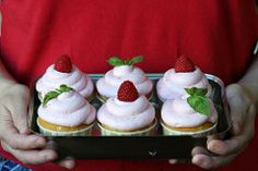 Cupcake Bakeshop by Chockylit » Basil Cream and Mint Cream Filled Cupcakes with Raspberry Mousse Frosting
