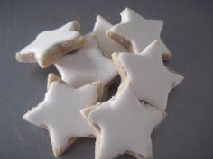 Mira qué bonitas quedan estas galletitas en forma de estrellas cuya receta comparten desde el blog MIL POSTRES.                                                                                                                                                                                 Más
