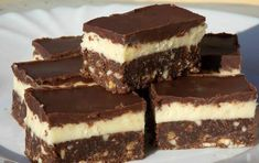 The very tasty Nanaimo bars are a popular Canadian dessert, which were named after the town of Nanaimo in British Columbia, and later its popularity spread to the whole North . Nanaimo Bars, My Recipes, Cookie Recipes, Dessert Recipes, Desserts, Instant Pudding Mix, Canadian Food, Salty Snacks, Hungarian Recipes