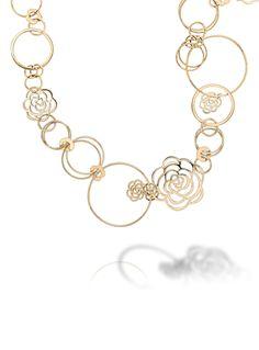 Discover the CHANEL CAMÉLIA NECKLACES: Camélia Sautoir in 18K yellow gold.