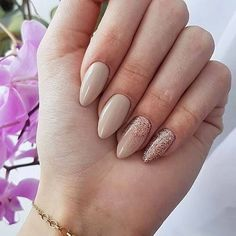 Semi-permanent varnish, false nails, patches: which manicure to choose? - My Nails Beige Nails, Nude Nails, Acrylic Nails, My Nails, Beige Nail Art, Stiletto Nails, Glitter Nails, Coffin Nails, Ongles Beiges