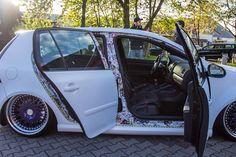 ooohhh Vw R32, New Car Accessories, Vehicle Signage, 135i, Volkswagen Polo, Sticker Bomb, Car Goals, Car Hacks, Diy Car