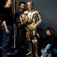 El único actor que ha participado en todas las películas de Star Wars, incluso el último episodio de diciembre de 2015, es Anthony Daniels. Aunque realmente no es muy reconocible porque se esconde detrás de una armadura, ya que desempeña el papel del robot C-3PO. #c3po #starwars #anthonydaniels http://www.pandabuzz.com/es/anecdota-del-dia/actor-fiel-c3po-star-wars