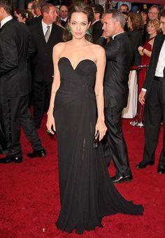 Angelina Jolie de vestido longo preto