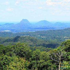 Glasshouse Mountains #Travel #Mountains #Forrest #Scenery #Bush #Australia #roadtrip #View Glasshouse Mountains, Travel Sights, Travelling, Road Trip, Scenery, Australia, Events, River, Outdoor
