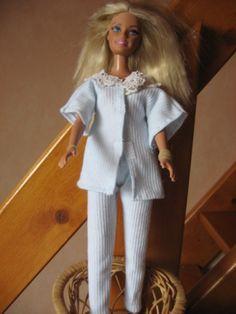 tuto gratuit pyjama barbie - paminatelier.com - les tutos de Pamina Barbie Dress, Barbie Clothes, I Dress, Doll Clothes Patterns, Clothing Patterns, Doll Patterns, Habit Barbie, Barbie And Ken, We