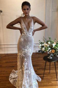 #BERTA Privée elegance <3 V Neck Wedding Dress, Wedding Dress Sizes, Fall Wedding Dresses, Wedding Gowns, Bridesmaid Dresses, Prom Dresses, Party Wedding, Dream Wedding, Muse