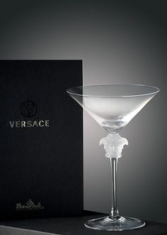 Medusa Lumiere Cocktail by Versace Home. The transparent head of Medusa and the long stem bestow elegance to the glasses Beverly House, Versace Home, Princess Room, Medusa, Stores, Home Collections, Cocktails, Drinks, Martini