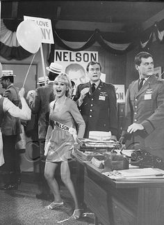 (13) Twitter I Dream Of Jeannie, 60s Tv Shows, Barbara Eden, Goldie Hawn, Pose Reference Photo, Vintage Hollywood, Great Friends, Timeless Beauty, American Actress