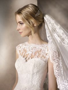 Havana WEDDING DRESSES 2017 Delicate princess wedding dress in tulle. A bateau neckline in lace, embroidery and gemstones encircle the waist, setting off a beautiful back. After Wedding Dress, Wedding Dress With Veil, Havana, La Sposa Wedding Dresses, Bridal Gowns, Ball Gowns, Wedding Inspiration, Bride, Lace Embroidery