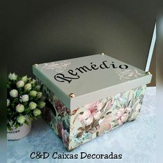 Caixa farmacinha #caixasdecoradas #artesanal #artesanato #mdf #remédio #organização #textura #decoração I Love House, Hat Boxes, Hello Kitty, Diy And Crafts, Decorative Boxes, Shabby Chic, Scrap, Home Decor, Wooden Chest