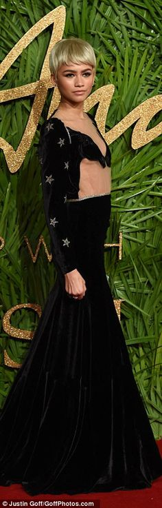 Zendaya flashes underboob at The Fashion Awards 2017 | Daily Mail Online