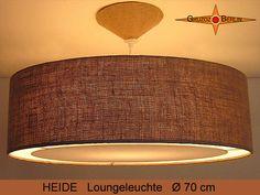 Loungeleuchte HEIDE, hier mit Beleuchtung, Ø 70 cm. Pendellampe mit Lichtrand und Baldachin in Jute. Einmalig schön ist die Struktur und Farbe naturbelassener Jute: