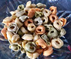 Sałatka z tortellini i pysznym sosem - Blog z apetytem Tortellini, Polish Recipes, Polish Food, Grilling, Garlic, Stuffed Mushrooms, Food And Drink, Vegetables, Blog
