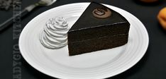 Reteta pentru tort Sacher cu ciocolata si gem de caise. Un tort fin si delicios care se prepara la ocazii speciale. Retete de tort Adygio. Sacher, Something Sweet, Food Cakes, Cake Recipes, Desserts, Gem, Kitchen, Sweets, Cakes