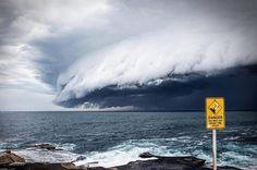 Disso Voce Sabia?: Nuvem ATERRADORA Invade os Céus de Bondi Beach em Sydney Austrália