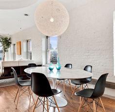 Get the Scoop on White Carrara Marble Tulip Dining Table Before You're Too Late - flipsyourhome Dinning Tables And Chairs, Tulip Dining Table, Oval Table, Dining Area, Dining Room, Mesa Tulip, Saarinen Table, My First Apartment, Decoration
