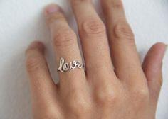 Hey, j'ai trouvé ce super article sur Etsy, chez http://www.etsy.com/fr/listing/161641051/mince-amour-anneau-bague-love-en-argent